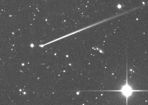 小行星高爾去年撞擊後出現塵埃尾